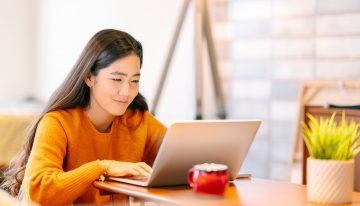 student researching student loan interest rates online