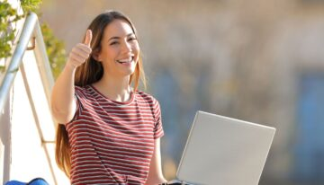 Woman refinancing student loans with ELFI
